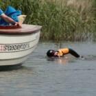 Maarten vd Weijden zwemt Elfstedentocht: inzamelen geld KWF