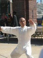 Tai chi / Bron: Melissa Sanders, Wikimedia Commons (CC BY-2.0)